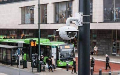 Hoe wordt publiek cameratoezicht in Amsterdam en Rotterdam gebruikt?
